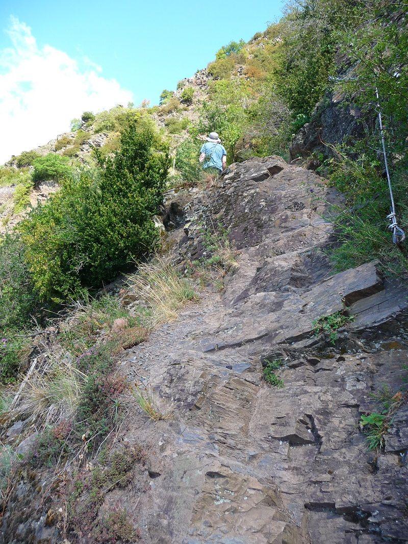 Felsiger Ausstieg. Hier endet der Calmont Klettersteig.