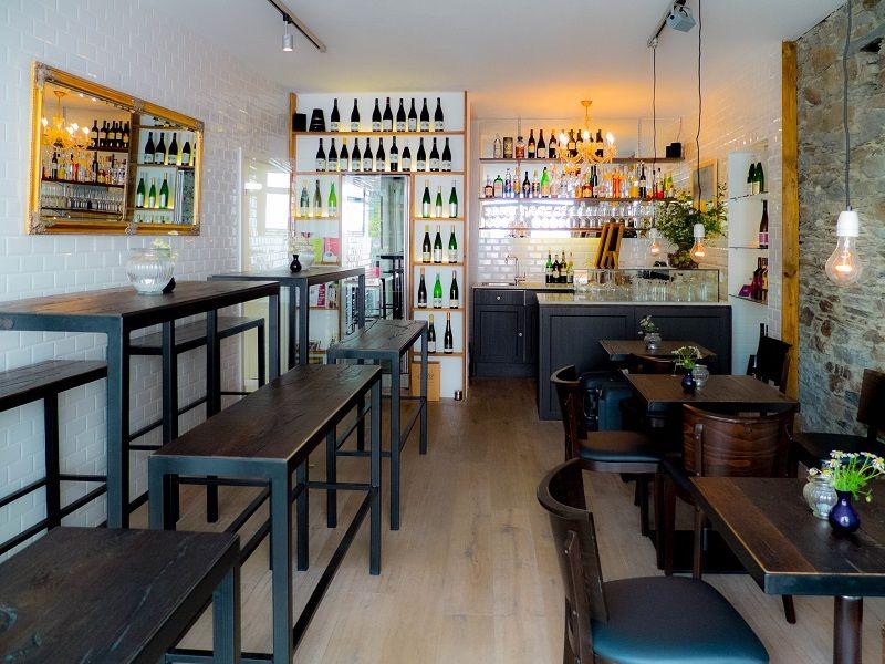 Die Weinbar im Burgblickhotel in Kues.