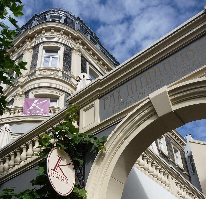 Der prächtige Eingang vom Café K in Peter Mertes Stadtpalais in Bernkastel-Kues.
