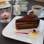 Ein Stück Torte im Café K.
