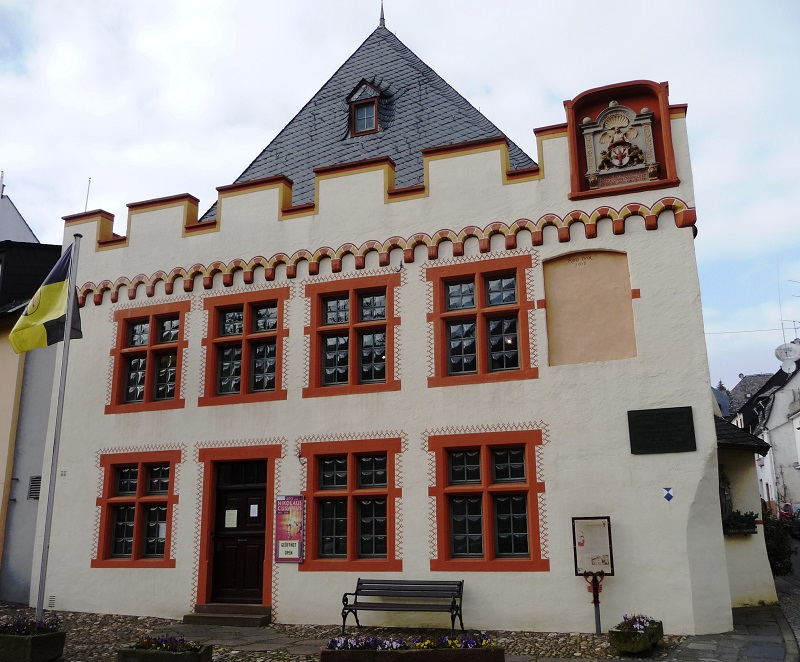 Das Cusanus Geburtshaus am Nikolausufer.