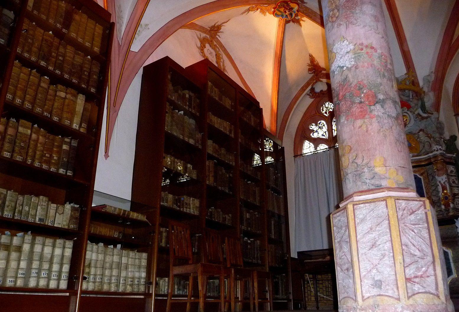 Cusanusstift, Bibliothek