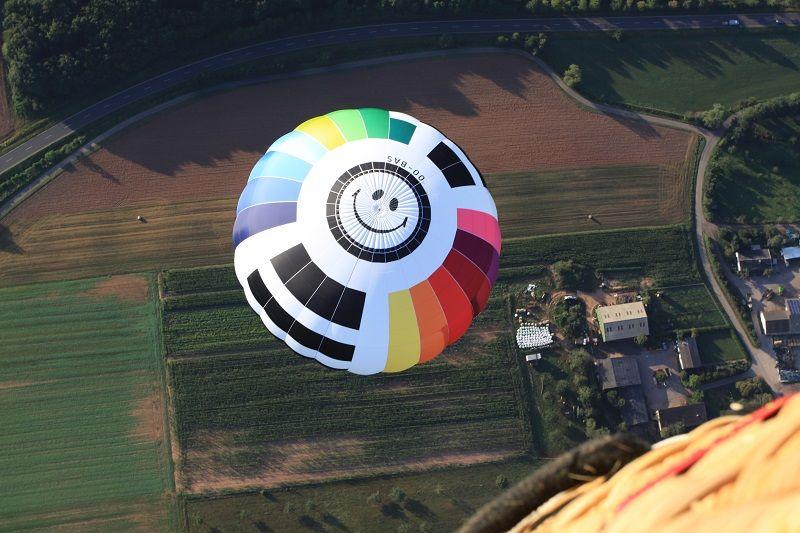 Ein Ballon von oben gesehen. Foto: Schroeder fire balloons