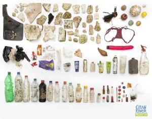 Stephan Horch stellt Collagen zusammen. Foto: www.cleanriverproject.de