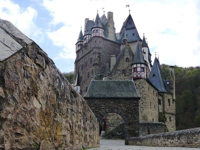 Blick auf die Türme der Burg Eltz.