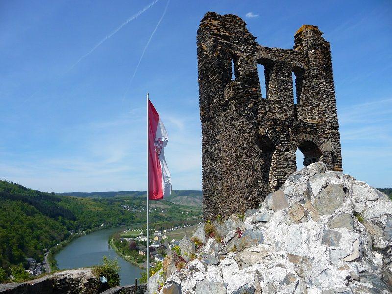 Aussicht über die Mosel von der Grevenburg in Traben-Trarbach