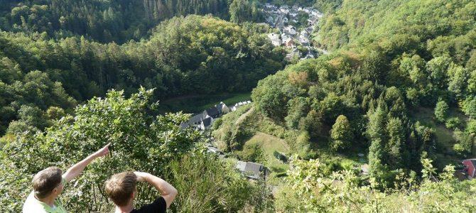 Bad Wildstein: Magische Aussichten, Elfen und ein ockergelbes Wunder