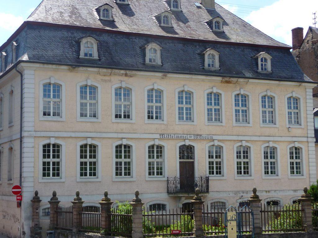 Die Fassade der Villa Böcking, Mittelmosel-Museum