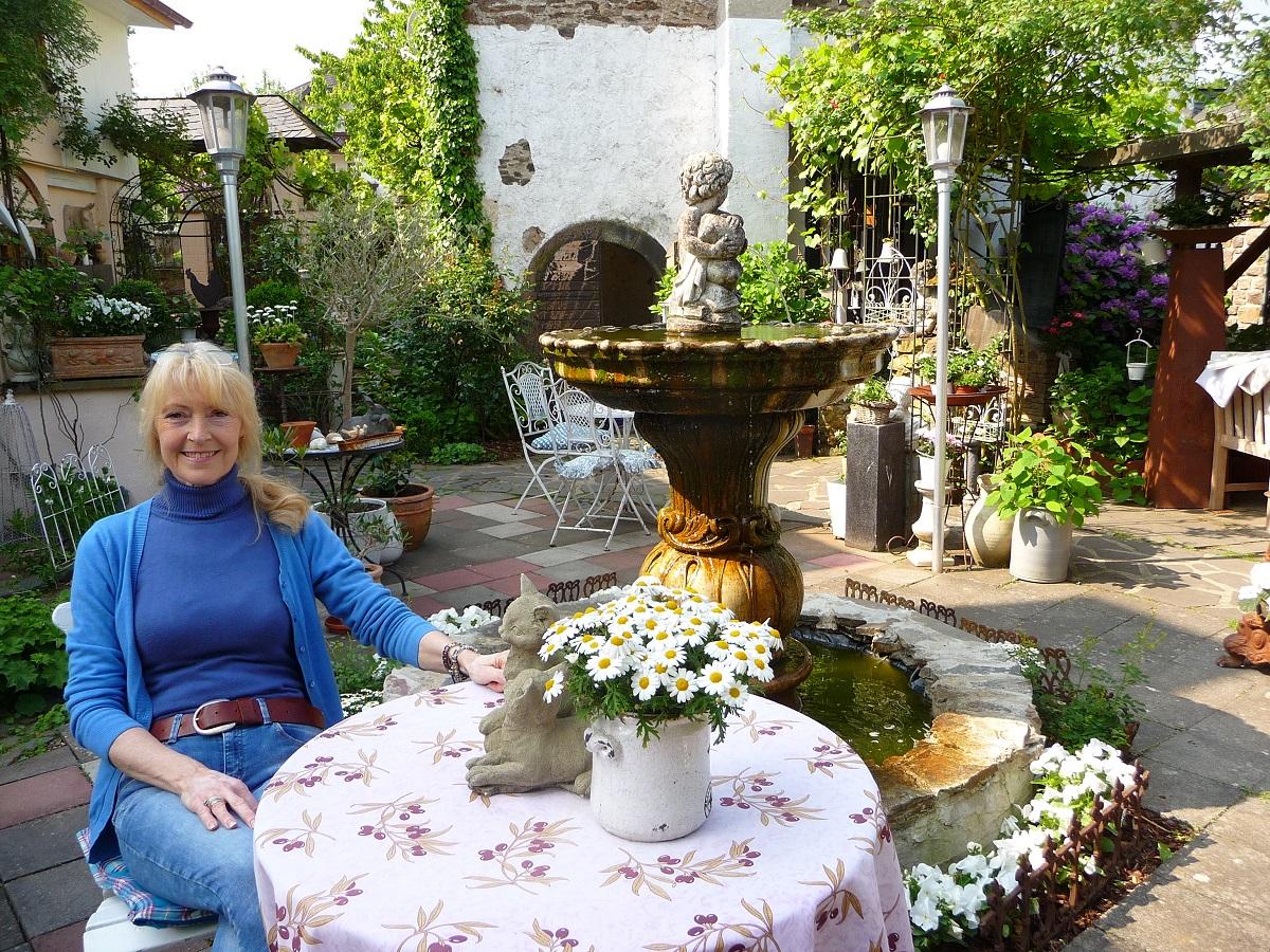 Villa Provence, Landcafe. Koberrn