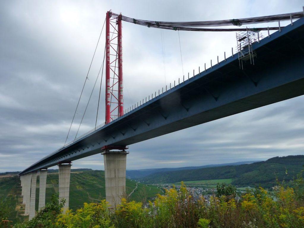 Hochmoselbrücke, Brückenschlag