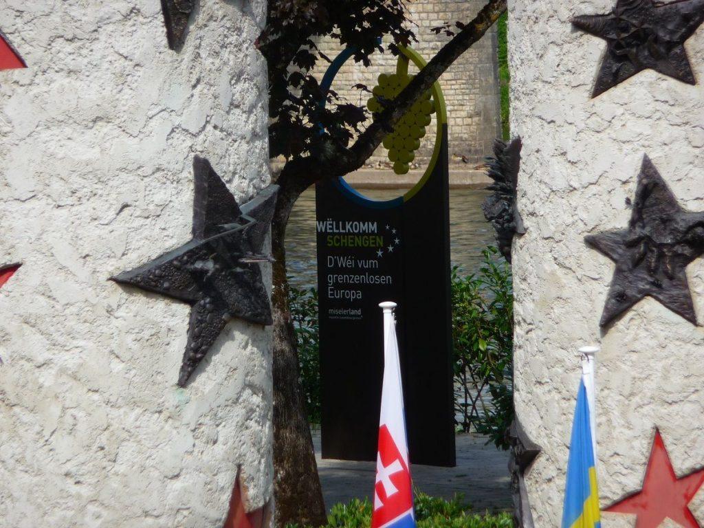 Schengen, Luxemburg, Abkommen, Nationalsäulen