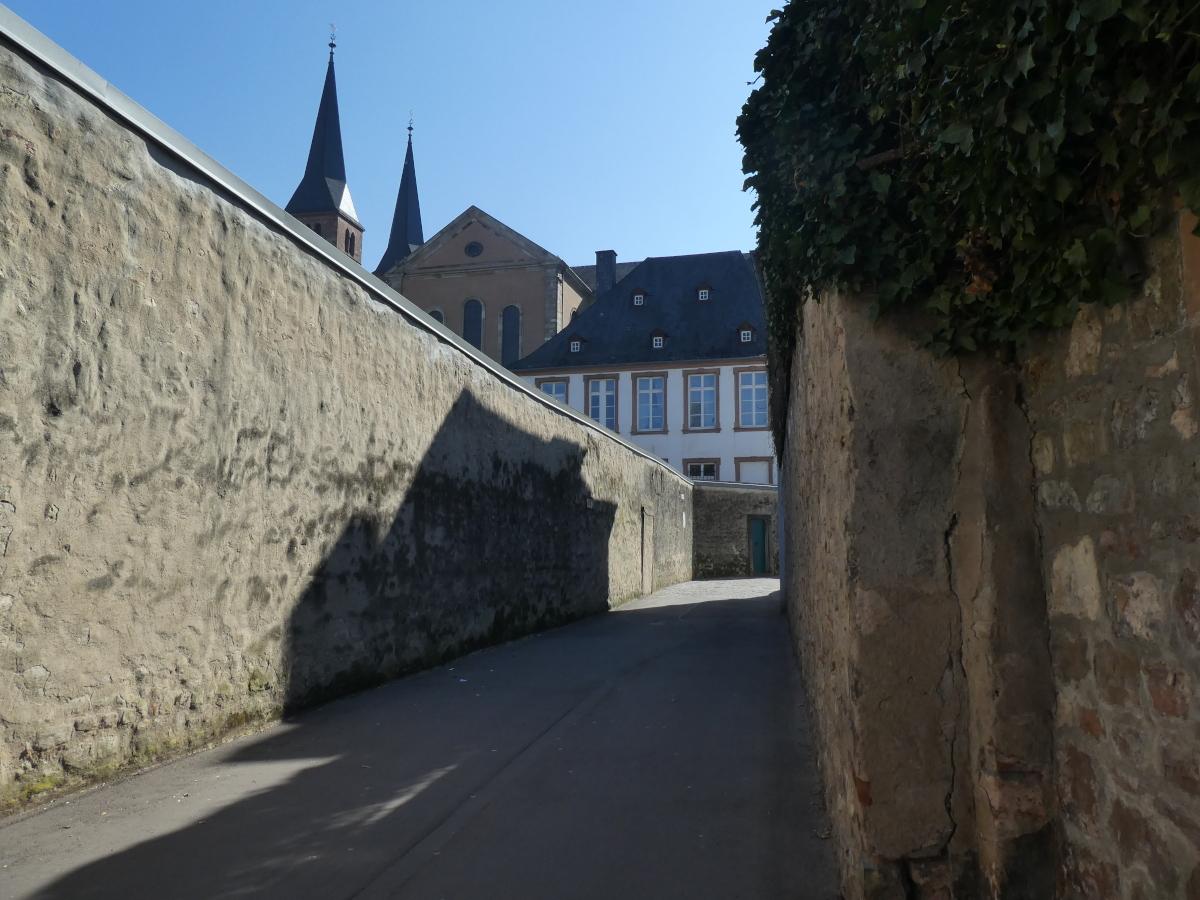 Sieh um Dich, Gasse, Trier
