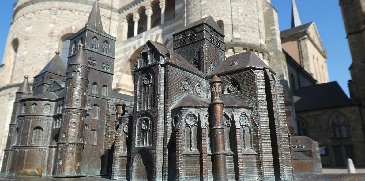 Warum gibt es den Trierer Dom zweimal?
