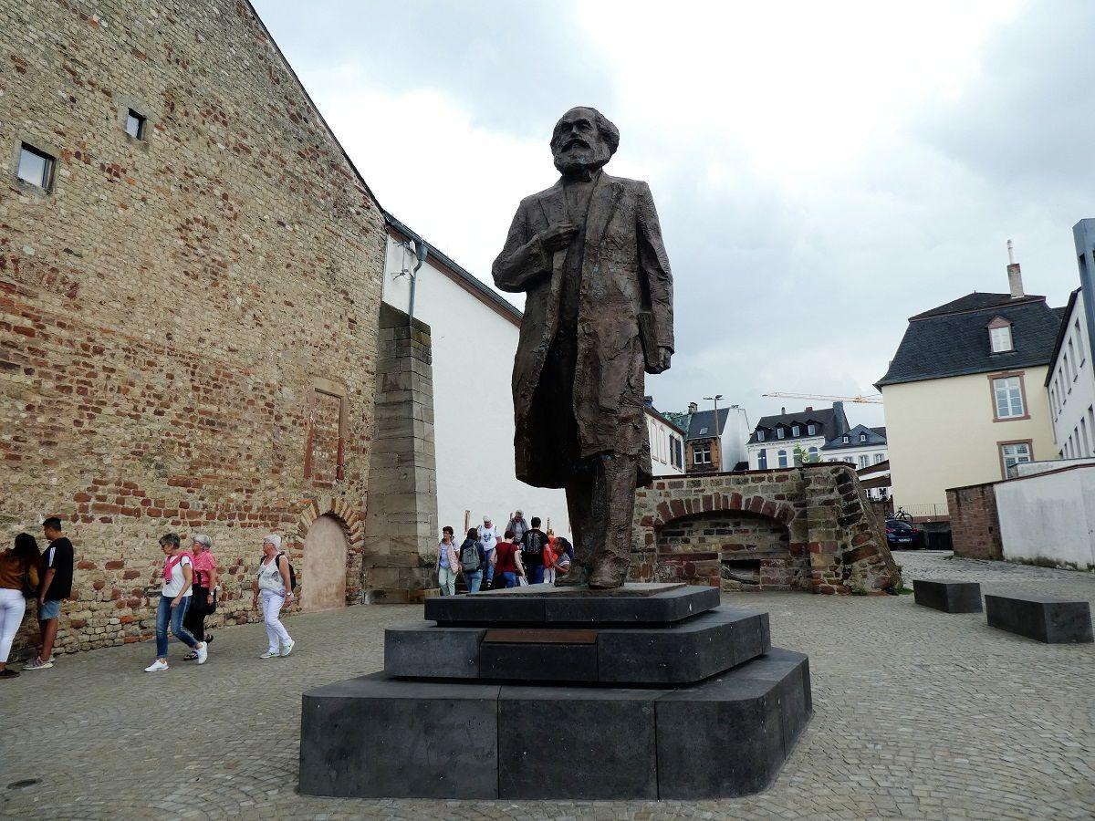 Karl Marx, Statur