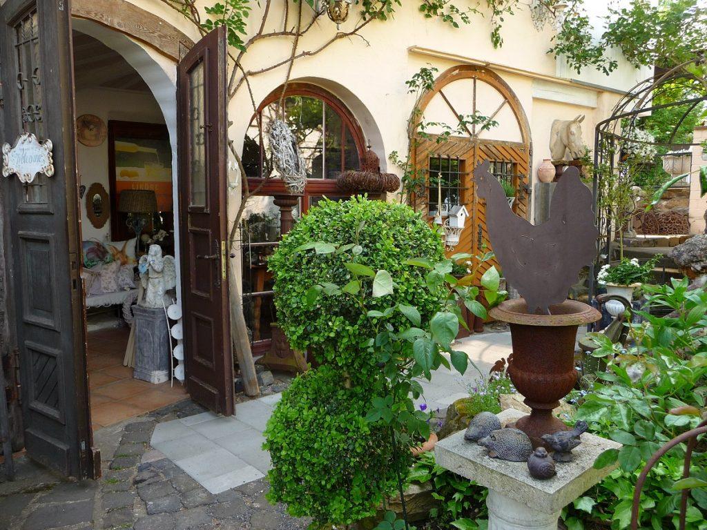 Villa Provence, Laden